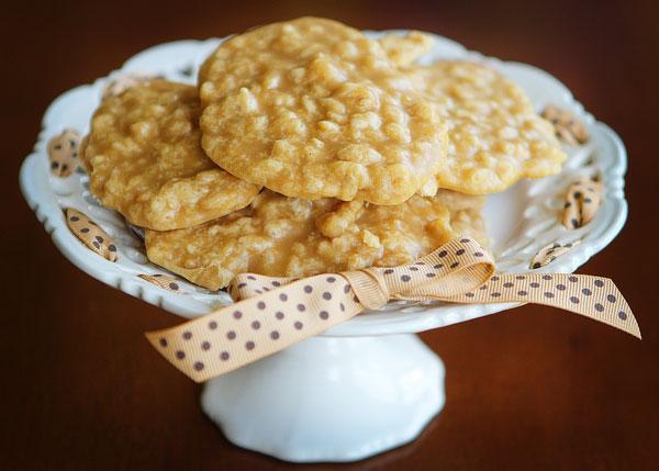 peanut-butter-rice-krispy-pralines-4