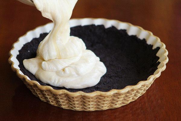 Peanut Butter Oreo Ice Cream Cake - An Easy Homemade Ice Cream Cake Recipe