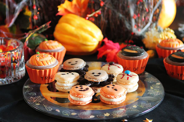 Halloween French Macarons | Failproof Step by Step Photo Recipe & Tutorial