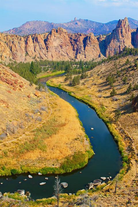 Smith Rock State Park in Bend, Oregon www.kevinandamanda.com #travel #wanderlust