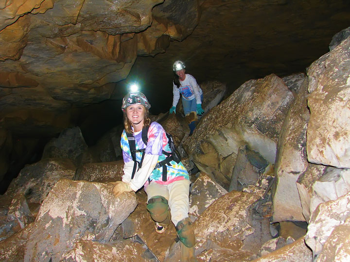 Exploring the Tunnels at Limrock Blowing Cave! 12