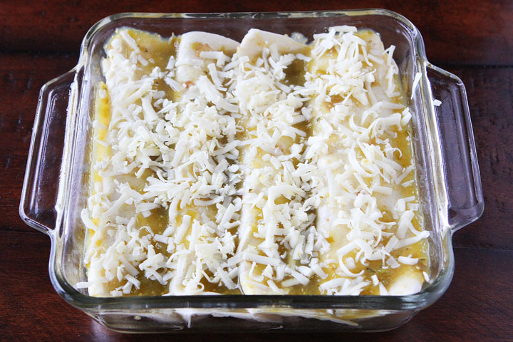 Dinner in 30 minutes: 4-Ingredient Salsa Verde Chicken Enchiladas