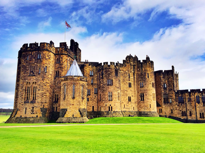 Visit Alnwick Castle, aka Hogwarts, featured in the Harry Potter movies on a castle drive down the coast of Scotland + More Tips for Traveling to Scotland from www.kevinandamanda.com.
