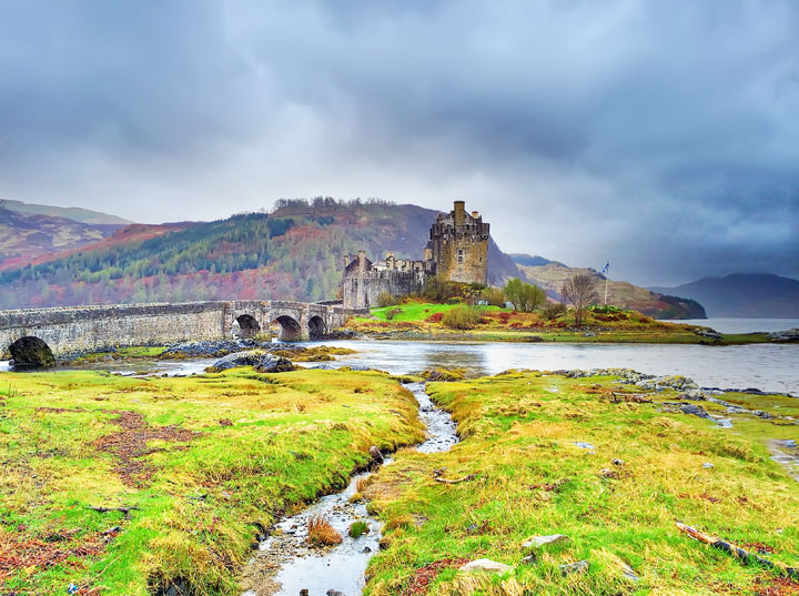 Eilean Donan Castle. Tips for Traveling to Scotland -- What to Do, See, & Eat. www.kevinandamanda.com