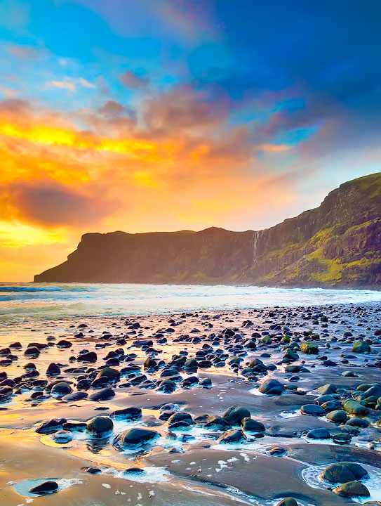 Sunset at Talisker Bay, Isle of Skye. Tips for Traveling to Scotland -- What to Do, See, & Eat. www.kevinandamanda.com