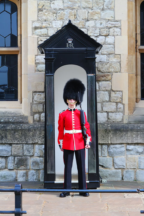 Guarding the Crown Jewels, London. Tips for Planning a London Vacation. www.kevinandamanda.com. #travel #london #england