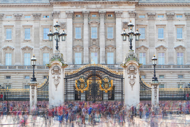 Buckingham Palace Gate, London. Tips for Planning a London Vacation. www.kevinandamanda.com. #travel #london #england