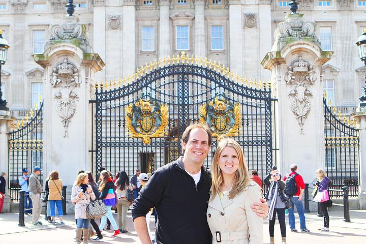 Buckingham Palace Gate, London. Tips for Planning a London Vacation. www.kevinandamanda.com. #travel #london #england