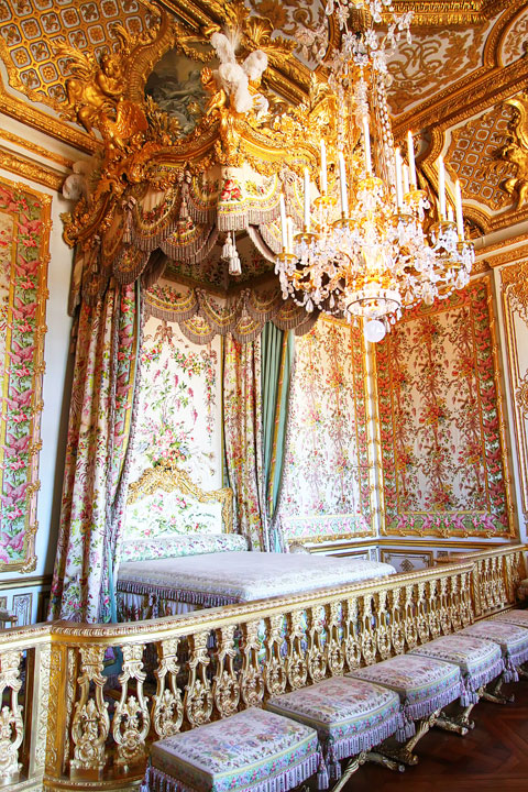 You can't go to Paris without seeing Versailles. Tips for planning a Paris Vacation. www.kevinandamanda.com #paris #travel #france #Versailles