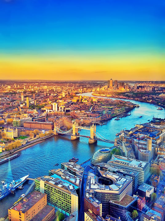 Incredible sunset views over London. This is where to get the BEST sunset views in London! www.kevinandamanda.com #travel #london #england #sunset