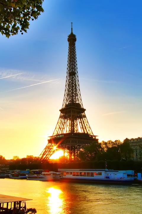 Eiffel Tower Sunset, Paris, France. www.kevinandamanda.com #travel #paris #france #photography