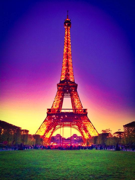 Eiffel Tower at Sunset, Paris, France. www.kevinandamanda.com #travel #paris #france #photography