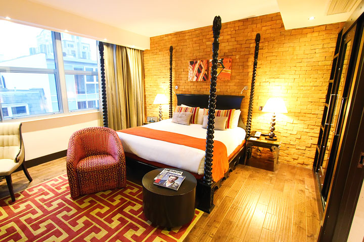Where to Stay in London + Tips for London. www.kevinandamanda.com #travel #london #uk