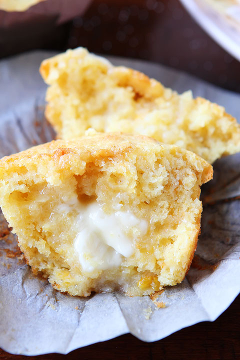 Sweet Honey & Jalapeño Cornbread Muffins. Honestly the best cornbread I have ever had. The muffin top is to DIE for!! #recipe #muffin #cornbread #bread