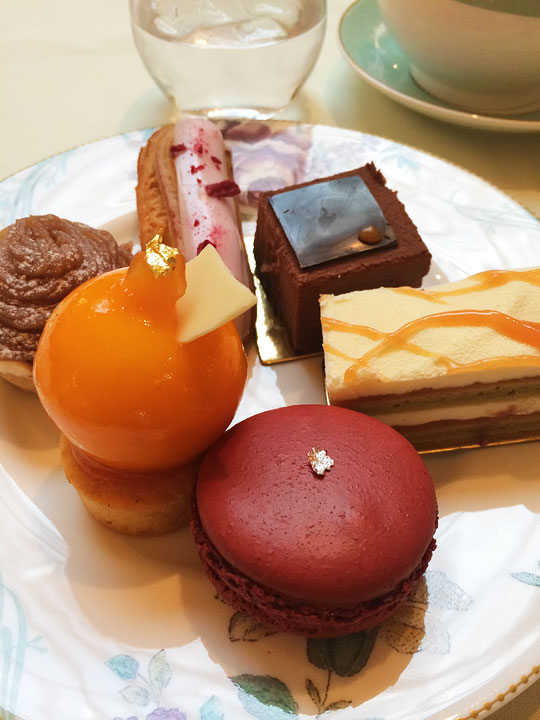 Afternoon Tea at the Savoy - Best Restaurants in London - A list of the BEST London restaurants and the best pubs in London!