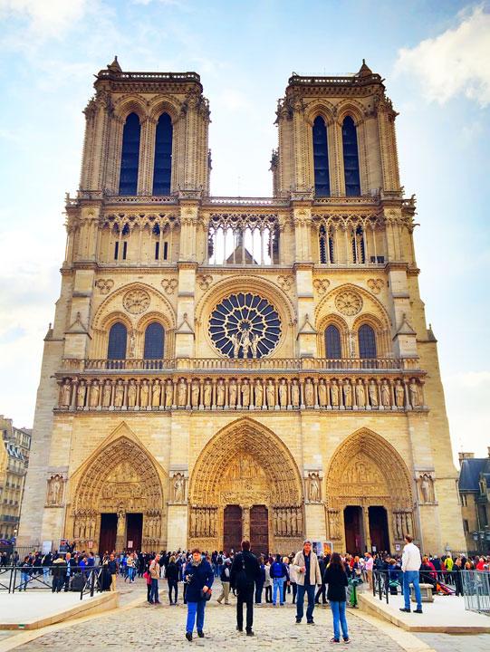 Notre Dame, Paris. Tips for planning a Paris Vacation. www.kevinandamanda.com #paris #travel #france