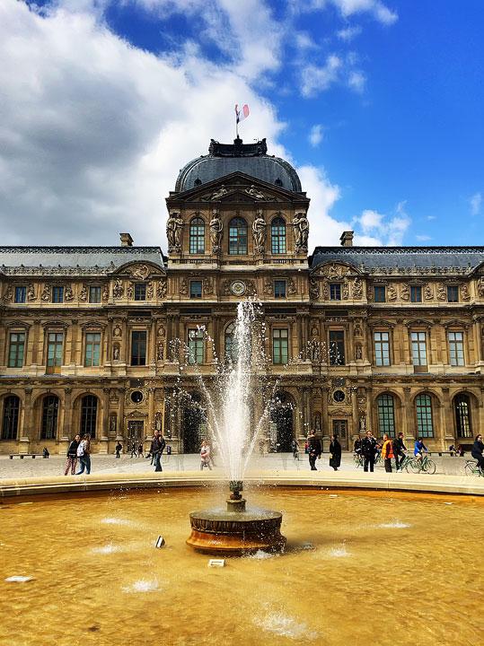 The Louvre Museum, Paris. Tips for planning a Paris Vacation. www.kevinandamanda.com #paris #travel #france