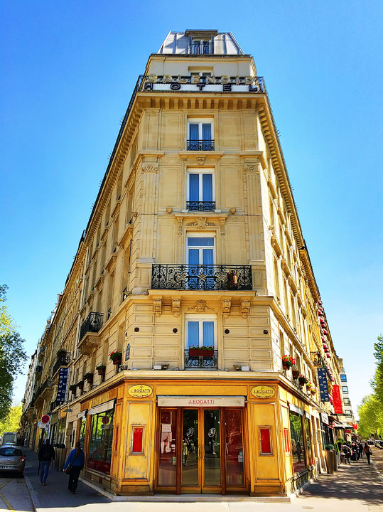 Where to Stay in Paris near the Eiffel Tower. Paris Hotel Recommendations + Travel Tips. #paris #travel #france #parishotels