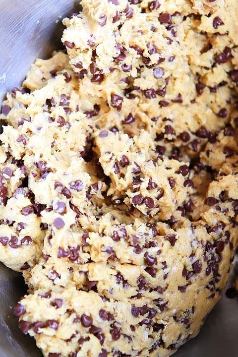 Cake Mix Oatmeal Cookies! Only 5-Ingredients. Sooooooo good!! #recipe #cookies #food
