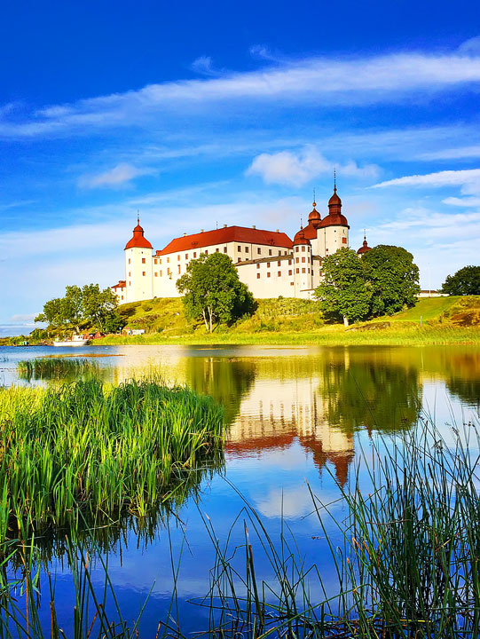 Weekend Getaway in Sweden: Spend a Night at Läckö Castle. #travel #sweden #holiday #photography www.kevinandamanda.com