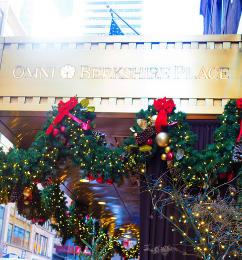 Plan the Ultimate Weekend in NYC at Christmas. A checklist to help you see and do everything in NYC in one weekend for the perfect NYC Christmas experience.
