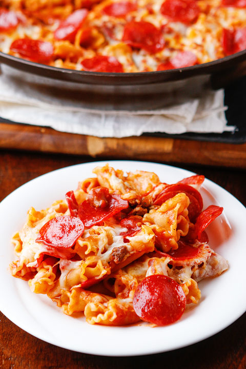 Pepperoni Pizza Pasta. Only six ingredients, done in 15 mins, and everything cooks in one pan, even the pasta. A great quick and easy weeknight meal everyone will love!!