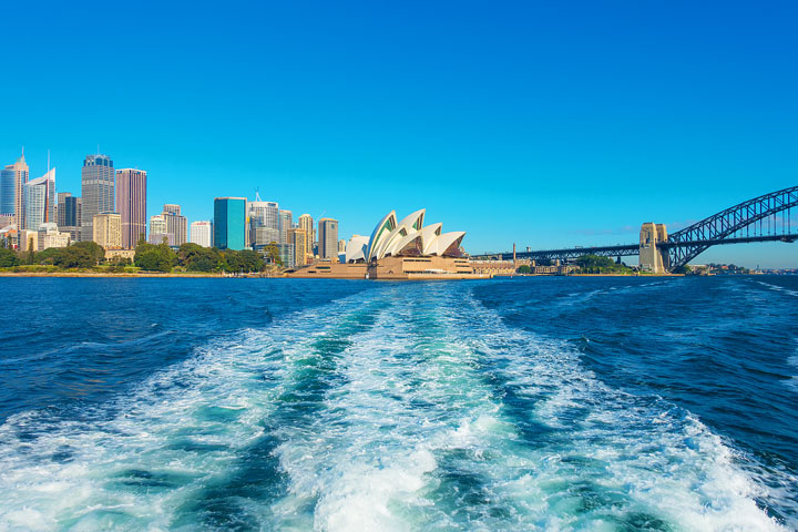Magical places in Sydney, Australia that will take your breath away! Here's where to get the BEST photos of that classic Sydney skyline.
