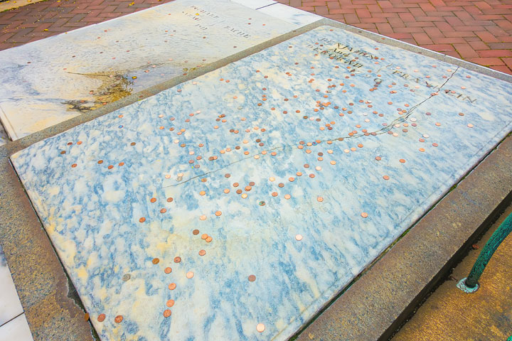 Things To Do in Philadelphia - Ben Franklin's Grave