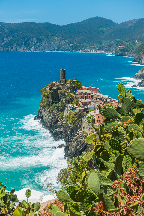 Tips for hiking between the 5 villages of Cinque Terre, Italy.