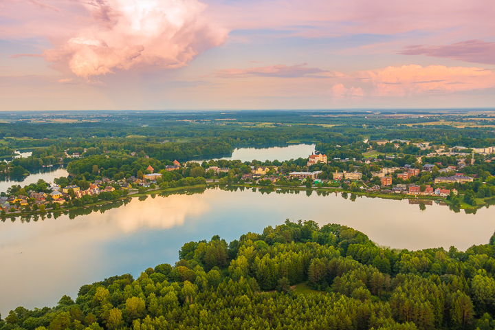 The most romantic day trip you can take from Vilnius!! A sunset hot air balloon ride over a fairytale castle in the gorgeous countryside of Trakai, Lithuania.