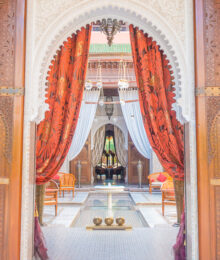 Where to stay in Marrakesh. Should you stay in the medina or outside? Here's a guide to the best area to stay in Marrakesh, Morocco. If you want to feel like a member of the royal family, you can stay in the hotel that King of Morocco built!! The Royal Mansour, Marrakesh, Morocco
