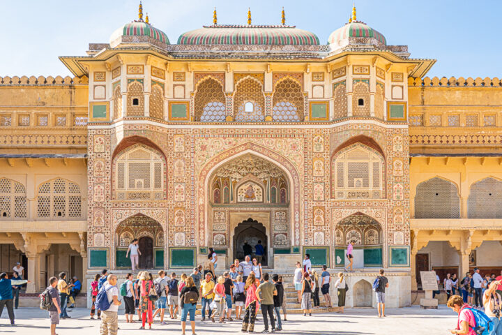 A busy enterance outside of the Amber Palace in Jaipur, India.
