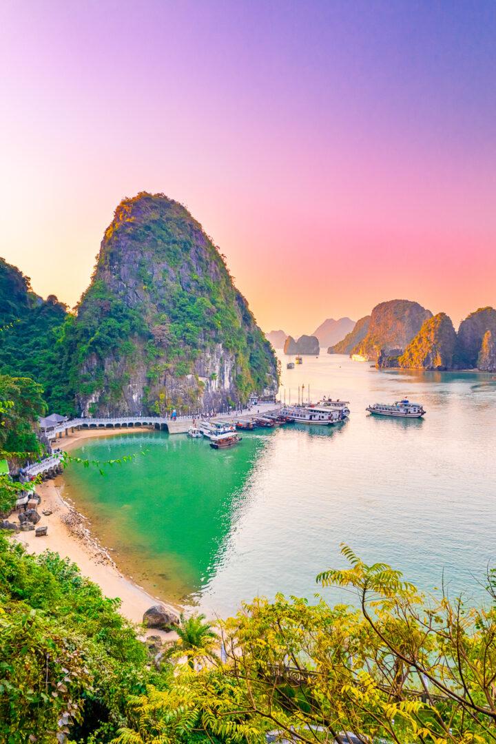 Vietnam Travel -- Ha Long Bay