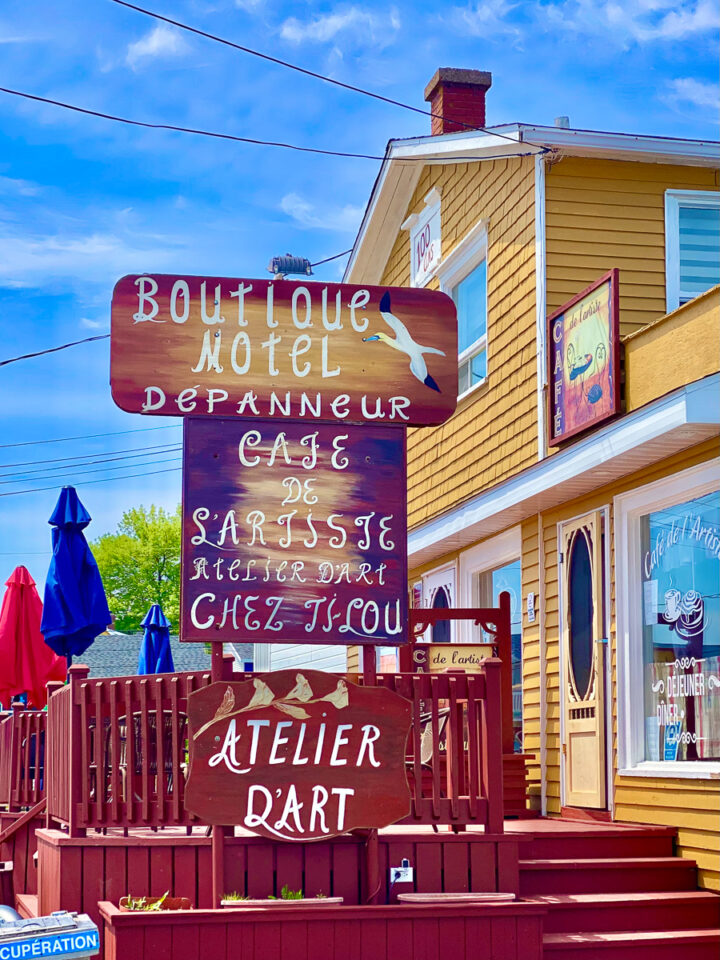 boutique in perce, quebec with french signage